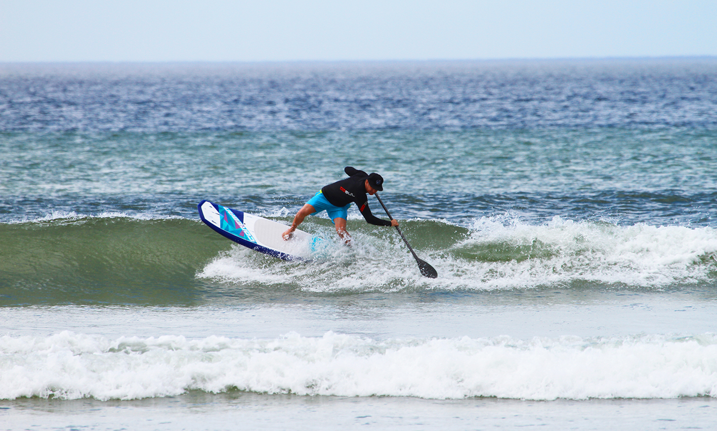Tom King Working it on his backhand, a shorter board means tighter turns. Photo : Mel